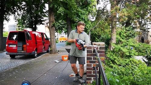 Mike Kaufmann mit Elektrohammer